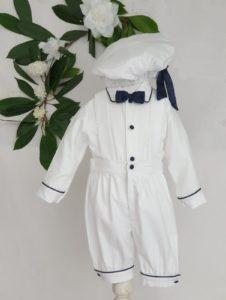 Ensemble Sacha blanc et marine avec béret 95 euros gilets et chemise en pique de coton béret assorti fabriqué en France dans nos ateliers parisiens