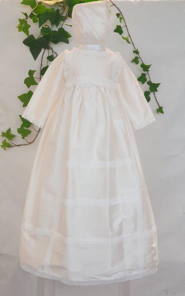 Robe de bapteme longue Camille 195 euro robe de bapteme en soie naturelle doublée de coton le béguin est assorti idéal pour un bapteme elle peut faire unisexe