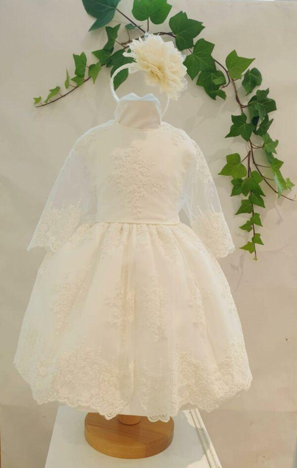 Bapteme robe courte robe Alicia 125 euros robe en dentelle de calais blanc casse doublée coton et jupon de tulle sous la robe la robe es fabriquée dans nos ateliers parisiens