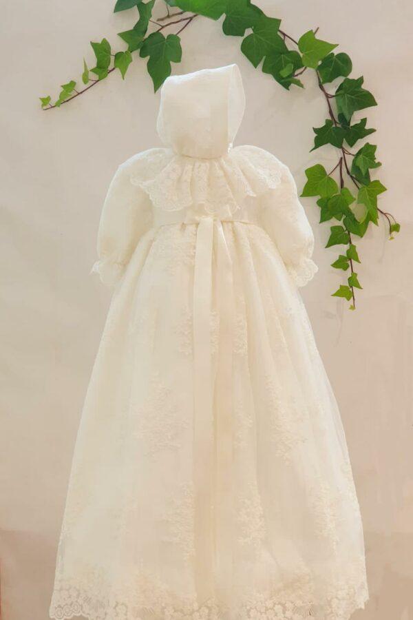 Bapteme robe longue robe Cécilia 225 euro robe dentelle de calais blanc casse avec béguin assorti fabriquée dans nos ateliers parisiens