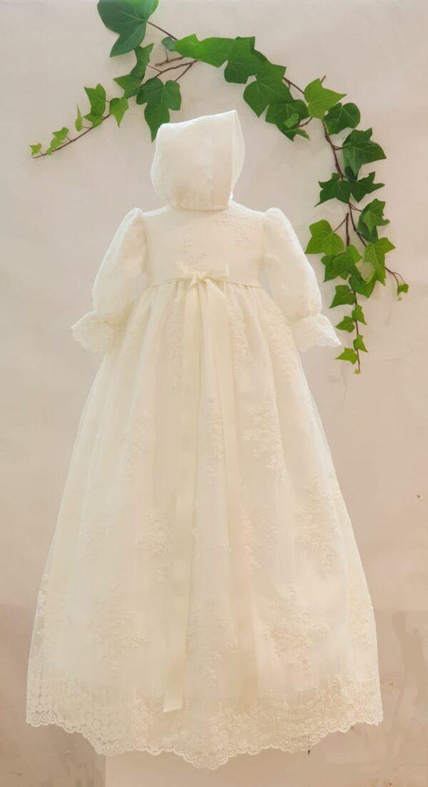 Robe de Bapteme longue robe sylvain 195 euros robe en dentelle de calais blanc casse doublée coton béguin assorti fabriquee dans nos ateliers parisiens